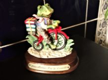COLLECTABLE ADORABLE FIGURINE LEONARDO NOOK VILLAGE JAMES MONTAGUE FROG CYCLING